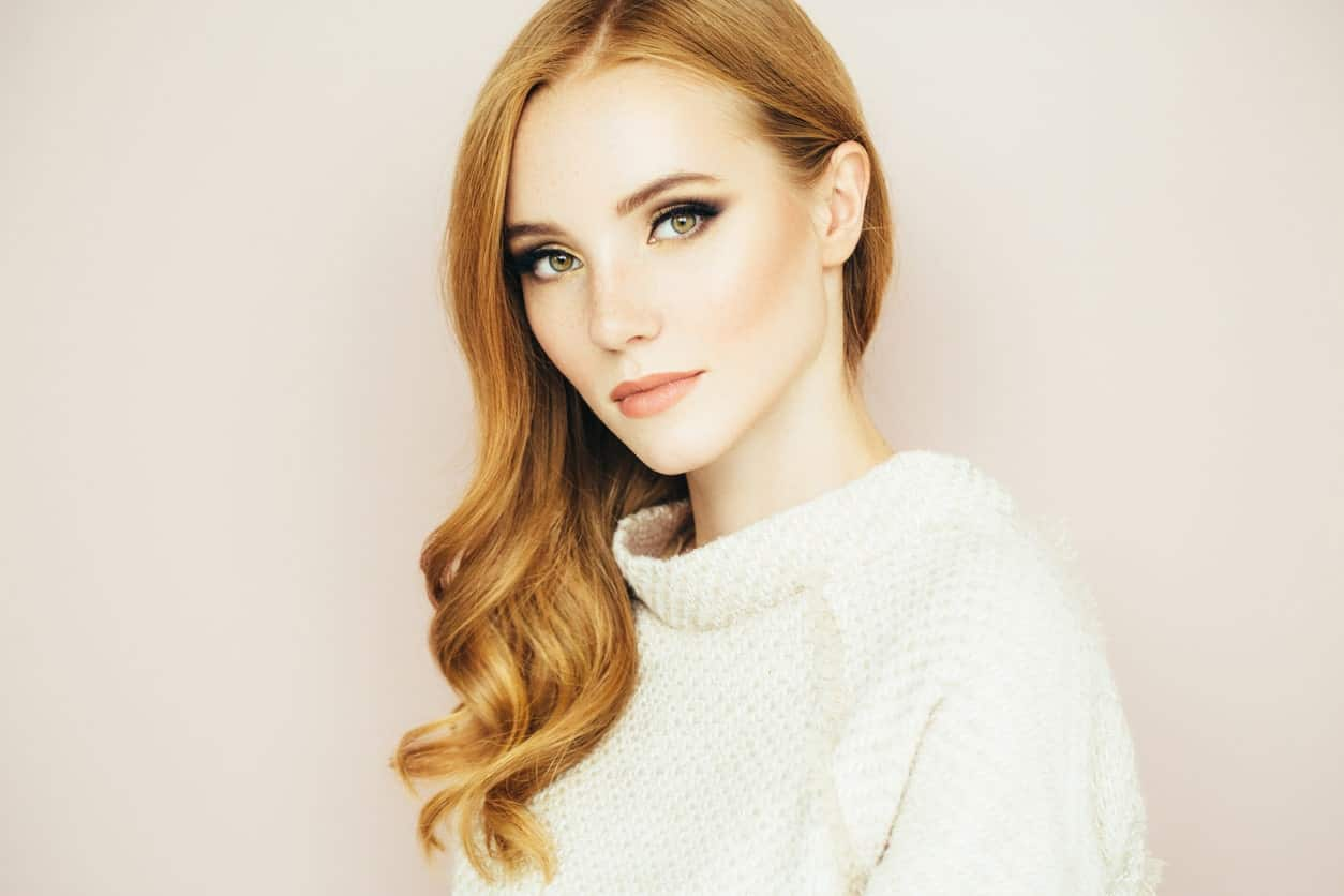 Side swept hair can only be achieved with blow dryers and round brushes but it is a really elegant look. If you are about to go for a formal event, you can make sure to sweep your auburn hair into this fantastic hairstyle.