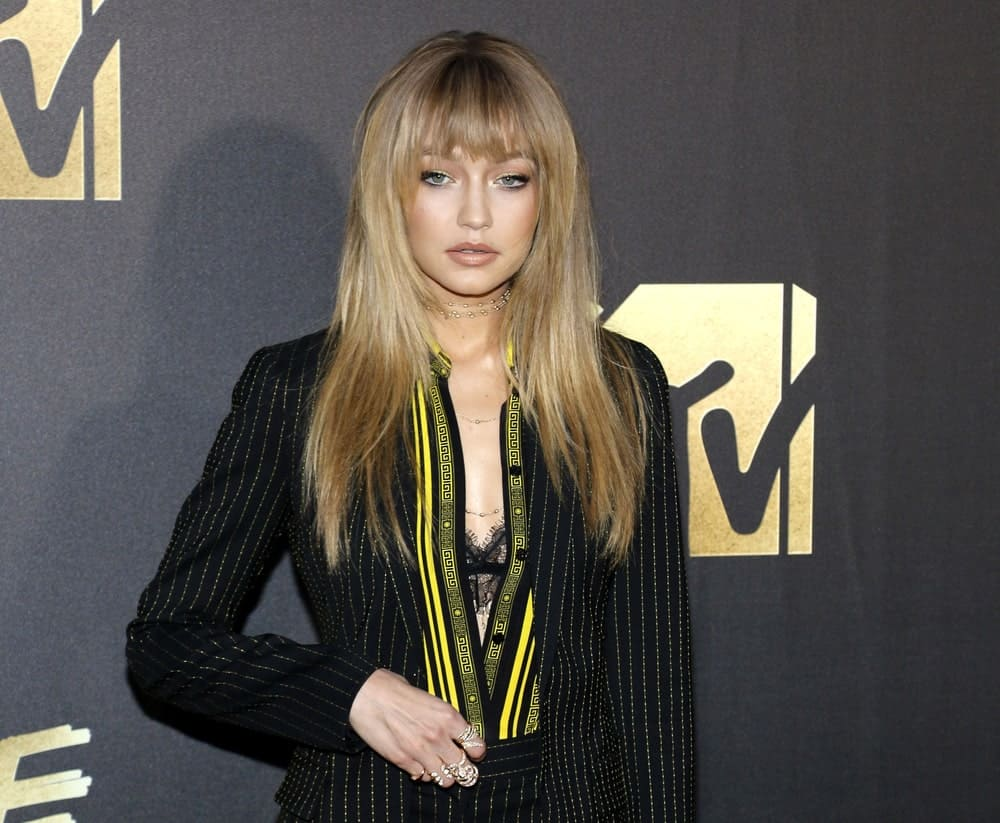 Supermodel Gigi Hadid pulled the straight long hair and choppy bangs look a couple of years ago and we still believe it is a hit. With her subtly balayaged hair that changed to a warmer sandy tone at mid-length, Hadid looks very chic and trendy.
