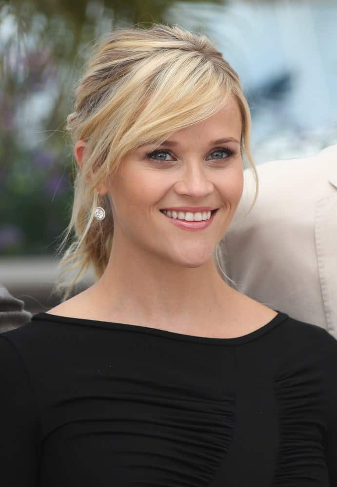 This is a really cute hairstyle in which Reese Witherspoon sports side-swept bangs and a sporty ponytail. Not only does this style seem youthful and playful but you can wear your hair like this on many occasions.