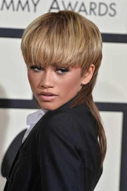 Not many women can show up at on the red carpet with a mullet and still look good. Take a leaf out of Zendaya's book to nail this 1970s look. The singer's variant highlights her cheekbones and frames her eyes in a wonderful look.