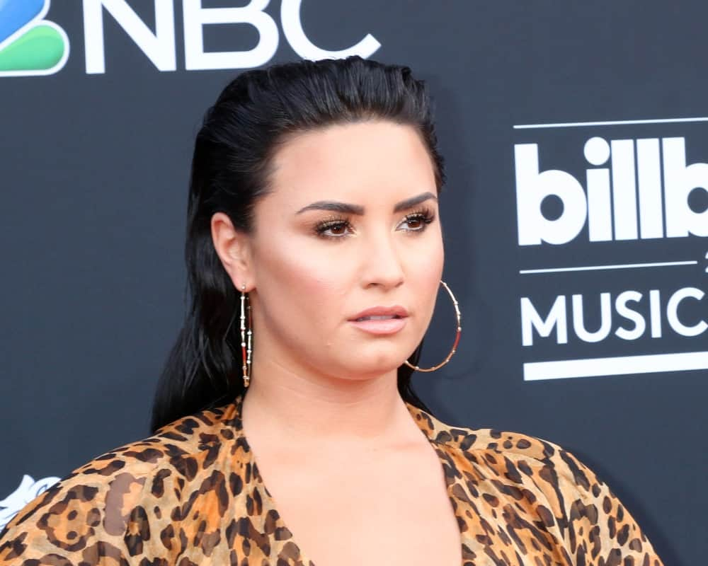 Are you tired of your hair always getting into your eyes but don't want to tie it up either? Try this slicked-back style like Demi Lovato. Put some pomade or hair mousse on your hair and comb it back from your forehead and behind your hair, for a wet, just-out-of-shower look.