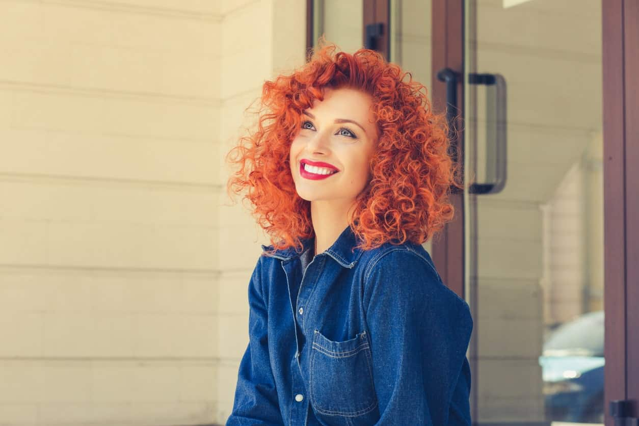 Tightly coiled hair always looks super adorable on anyone but with the auburn color, the curls stand out even more. They are a great way to attract attention to your hair.