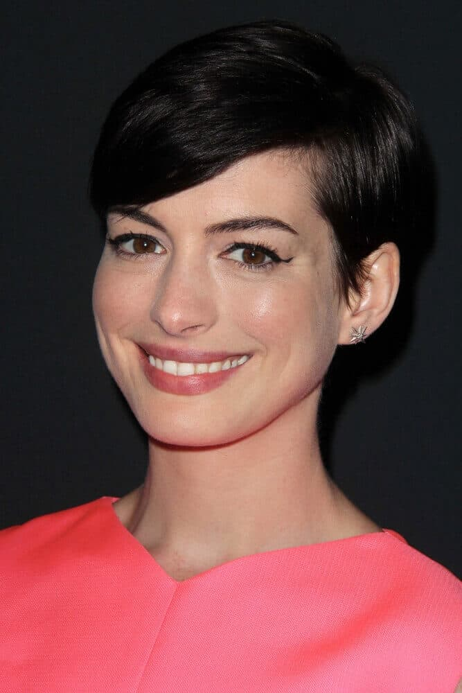 Anne Hathaway with her comfy and trendy, short side-parted hairstyle during the 2013 Pink Party.