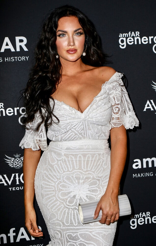 Curls, although fluffy and bouncy, can achieve a fierce and smokin' finish. Nathalie Halcro's hairstyle during the amfAR GenerationCure Solstice 2018 is one good example.