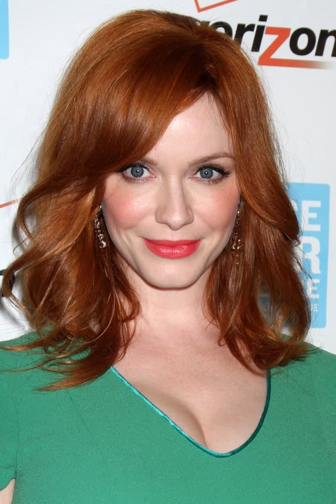 Christina Hendricks is one of the top Hollywood charmers who is a natural redhead. So if you are looking for great short hairstyles for women, look no further than this beautiful redhead. A short haircut with loose, wispy outward curls coupled with a long side-swept bang will surely turn heads wherever you go.