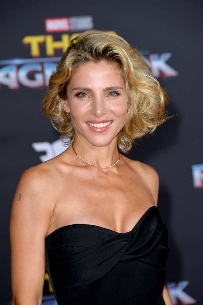 This super trendy layered bob haircut for women sported by the gorgeous Elsa Pataky is somewhat reminiscent of the legendary Marilyn Monroe. However, the extra dramatic curls have been replaced with equally theatrical waves whereas the addition of a prominent balayage gives a greater visual appeal to this modern hairstyle for women with short hair.