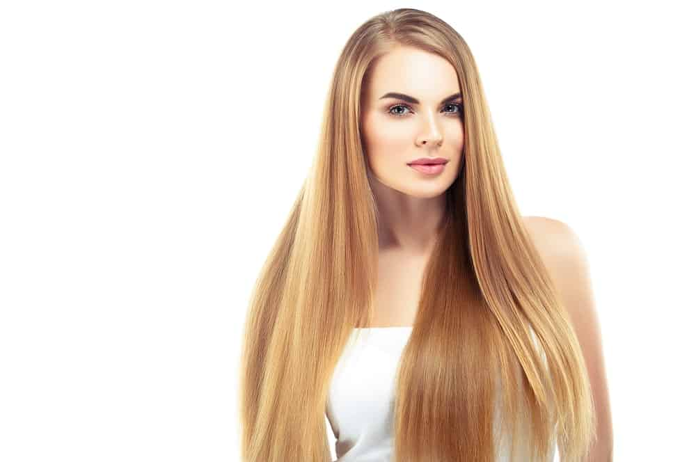 This is a classic, simple hairstyle with gorgeous blonde locks that are let loose all over the shoulders, and a clean side parting to give the hair a little volume.
