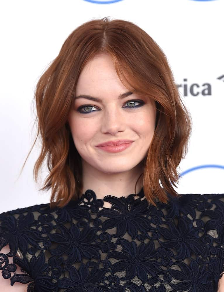 The look works best on second-day hair. If you don't want to do that, use some texturizing spray to make your jagged layers stand out, like Emma Stone. Part your hair in the middle for a chic and effortless look. Half Topknot