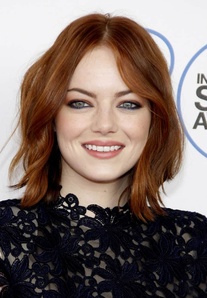 If you have or love a wavy texture, then take a good look at this easy-going red hairstyle for women.