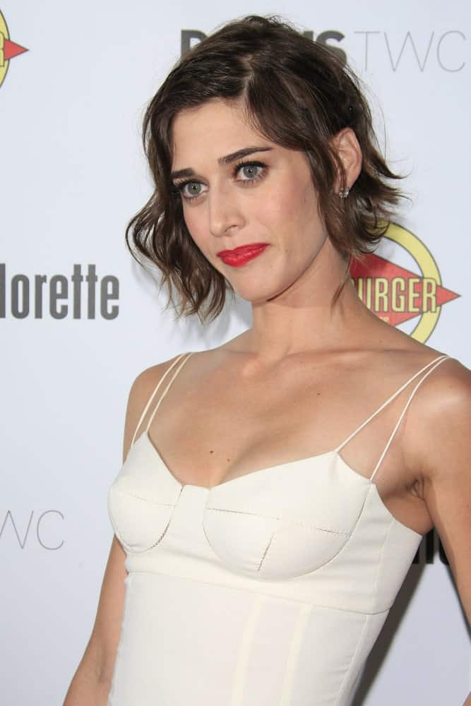 Lizzy Caplan is always a vision in short hair. Here we see her rocking a simple yet modern hairstyle for women with short straight hair. Parting the hair on both sides is a good way to frame the face well. The subtle waves not only add some volume but make a great hairstyle that is balanced with elegance and casualness.
