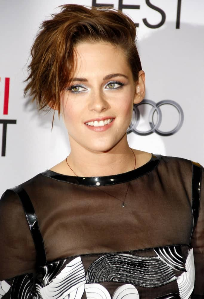 If you have a knack for experimenting with hair, perhaps take a leaf out of Kristen Stewart's book. She absolutely rocks this super bold pixie-hairstyle that has a huge lock of hair swept to the side, and all the hair from other areas seem to have been tightly gelled back. This hairstyle certainly requires some guts and isn't for the weak!