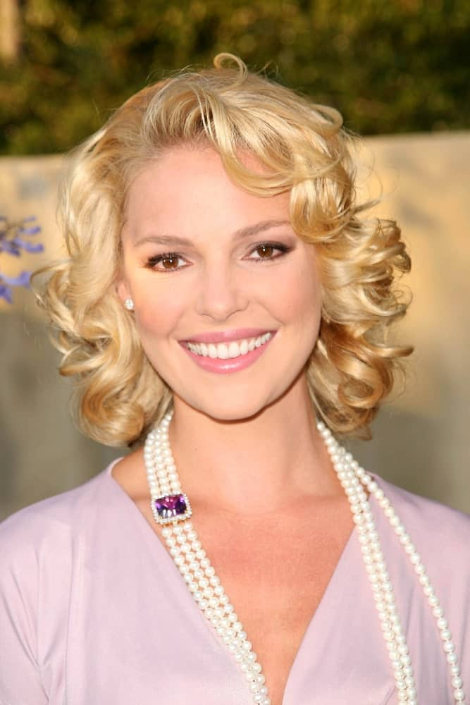 Katherine Heigl never fails to impress us with her extremely versatile acting skills but also her phenomenal hairstyles that always stand out. Here she is again with an amazing short, curly hairdo that has a soft, side parting. The rest of the bob has been styled into tight; round curls that make the hair look super voluminous and bouncy.