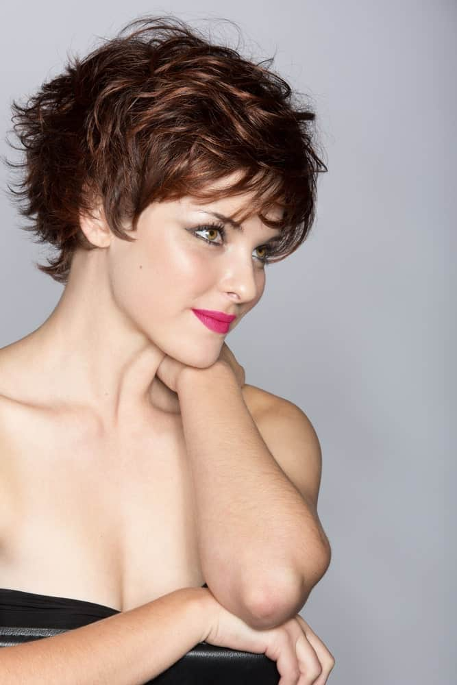 Want to dye your hair, create a bold look, and look absolutely stunning without going for rather unconventional hair color? A simple solution is to recreate this absolutely stunning look! The hairstyle features short hair, sporting a lovely pixie cut, and dyed a beautiful soft shade of brown.