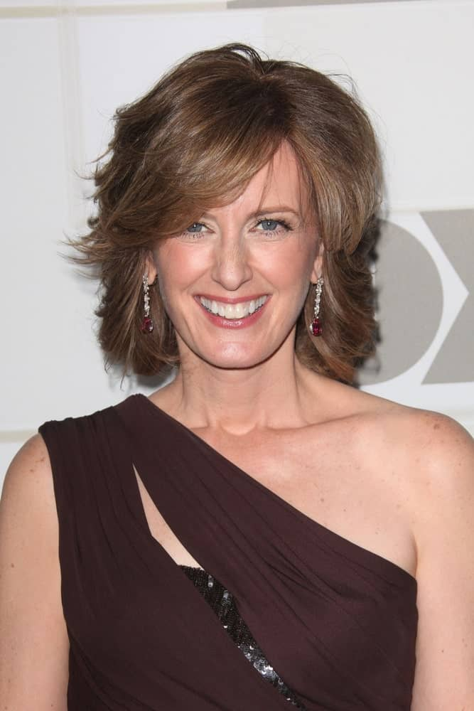 This is another example of women who are not shy to stand out from the crowd. Anne Sweeney is seen rocking a hairstyle for short straight hair in which she has opted for a feathered cut coupled with side-swept bangs. The result is a graceful hairstyle that not only makes her look more young and lively but also seems to significantly cut down on her actual age.