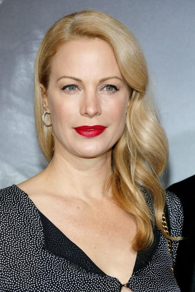 Alison Eastwood shows us how carefully placing your waves at a side parting can be an effortless way to look glamorous while still maintaining composure and elegance.