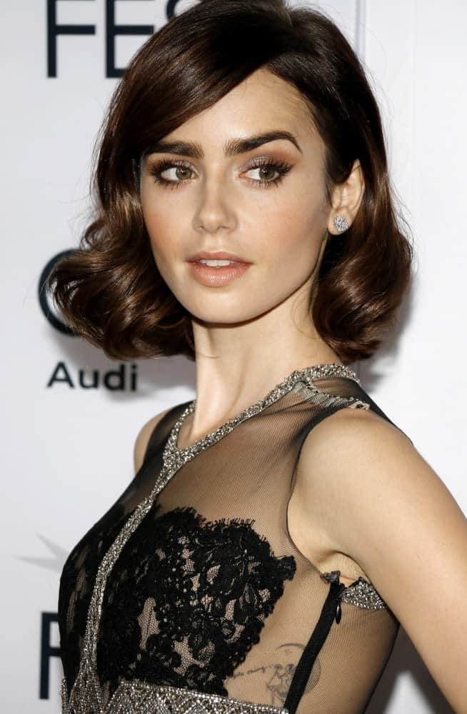 Lily Collins sets amazing hair goals and also shows us how to turn ordinary short hairstyle into an extraordinary one. Although it is one of those simple and classic short bobs, she has transformed it into an amazing look. It has a side parting followed by large, rounded curls at the bottom that make it look super voluminous and bouncy.