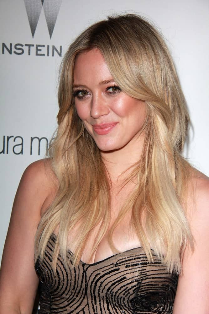Hilary Duff looks absolutely beautiful in her highlighted hair that is blonde throughout with slight shades of dark brown here and there. It looks really simple yet very stylish and different.