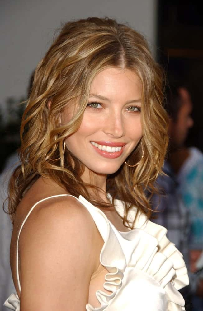 This is yet another classic wavy-curly hairstyle rocked by none other than the beautiful Jessica Biel. This is ideal for all those who don't want to let their hair down completely. It has half a middle parting in the front followed by back-combed hair at the top back of the head. The hair from the front has loose, soft wavy tendrils that are carried all the way down.