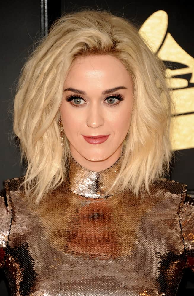 Katy Perry is usually all for vividly colored hair and funky hairstyles. So, when even she boldly embraces the layered bob haircut for women, you too should accept how popular this hairstyle really is. Layers are normally used to reduce the thickness or to cut down on a volumized look but even though she has opted for a lot of layers, the singer nonetheless, manages to retain the fluffed-up appearance.