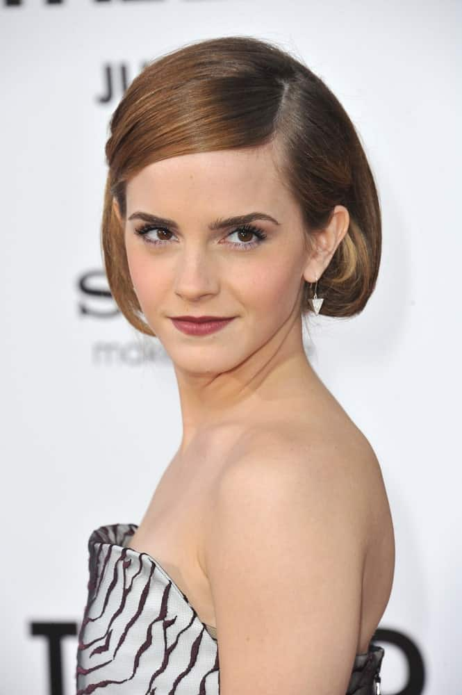"Emma Watson has been perfecting the short style look ever since she finished with the ""Harry Potter"" films. This short bob is complemented by caramel-gold highlights at the tip and rounds off at the ends. This look will take years of your face."
