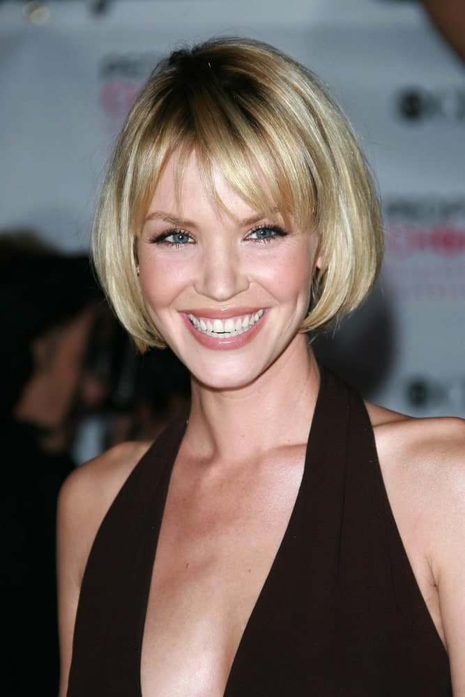 Ashley Scott's hairstyle demonstrates a really unique hairstyle for women with short hair. While her short inward-turned bob is nothing new, the prominent splash of deep dark highlights in the centre of a pool of gold is really fascinating.