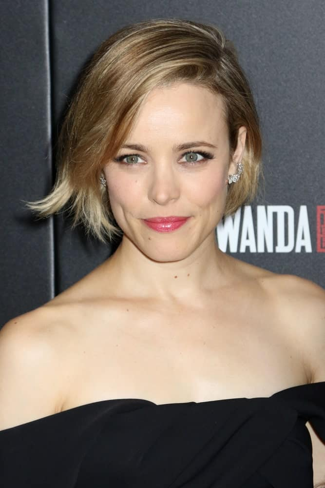 Rachel McAdams has never looked this chic and sexy as she does with this kind of hair. This is a super short hairstyle which is basically a short bob that ends right after the ears. With a side parting and hair thrown towards the side, this hairstyle looks absolutely stunning.