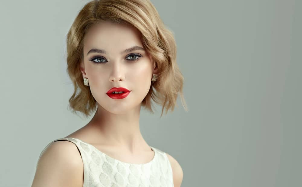 Beachy waves remain glamorous and sensual, no matter your hair length. The great thing about styling your hair in loose, beachy curls is that you can let it play as much as it wants.
