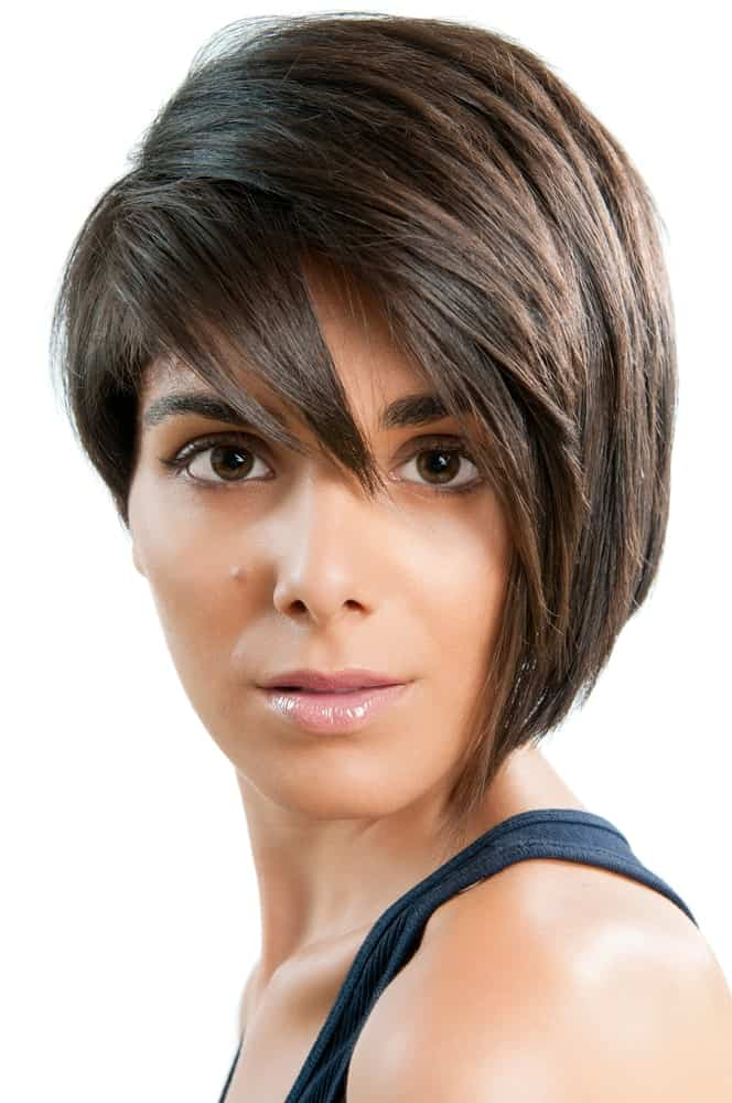 For anyone looking to give their hair a major transformation, this hairstyle is meant for you. It is yet another sleek-looking short pixie cut with all the hair thrown towards one side of the face. The front has ultra straight layers of hair that fall on top of each other, giving the hair some dimension and elevation