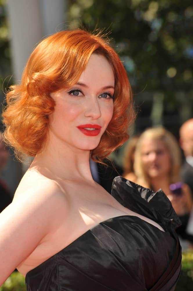 It might look plain at a first glance, but this hairstyle for women with red hair is a timeless one that will never go out of style. Be it a formal or a casual event, bouncy curls like these will always make you look effortlessly elegant.