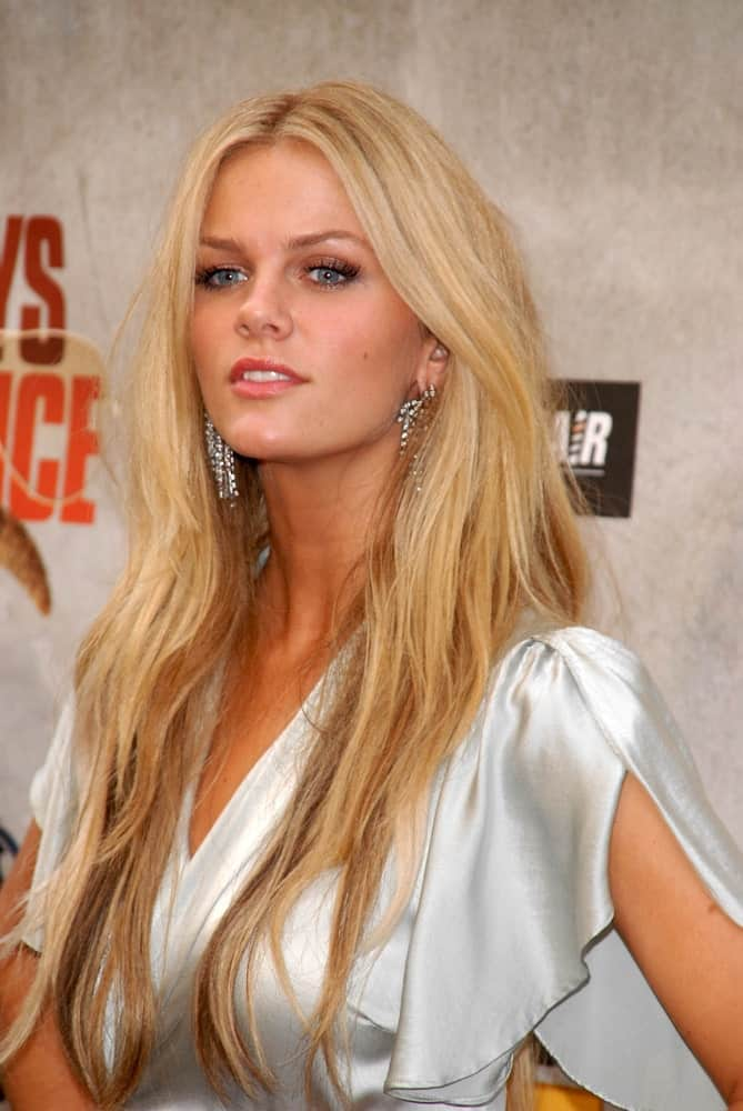Long and straight never looked as stylish as it does on Brooklyn Decker. This hairstyle includes long, rough, individual strands of hair that have been let loose with a slight parting in the middle and voluminous hair on the top.