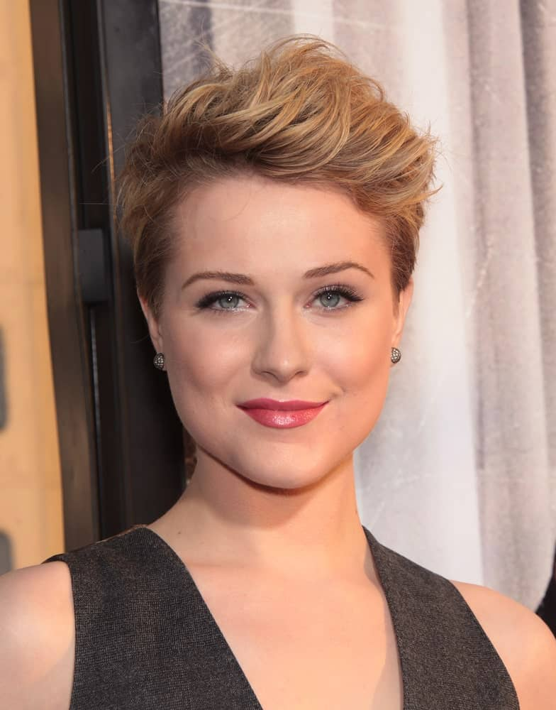 Short hair doesn't mean that you can't add some life to the hair. Evan Rachel Wood can be seen here making quite a statement with her creative hairstyle.