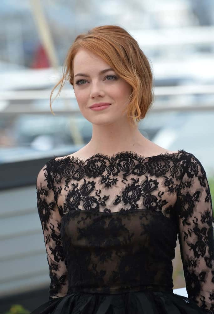 Yes, even women with short hair can sport buns. Just take the ends of your hair, curl them to the side and then secure it with lots of bobby pins. Tug loose a few strands and give them some curl to soften the look, just like Emma Stone and you are all set to go to an elegant red carpet event.