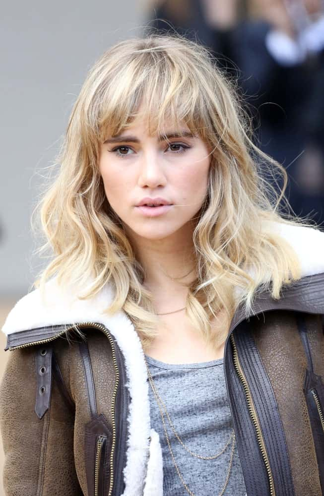 Fringes are the perfect way to complement your tousled hair so that it looks like perfection. The blond color looks gorgeous and gives the hair some much needed volume.