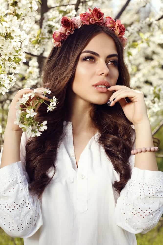 Because of the natural texture of wavy hair, it is the best hair type to use hair accessories with. Flower crowns especially have a very ethereal look and sit beautifully on top of a head of gorgeous waves.
