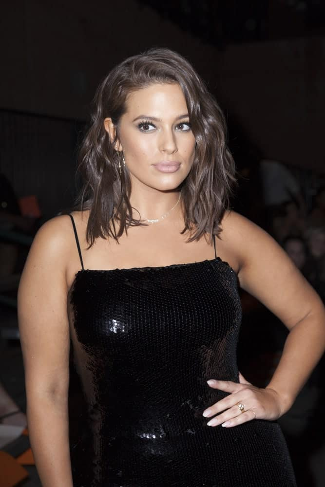 Model Ashley Graham rocks a wet-lock hairdo with messy wavy hair. It's a great style for more edgy looks and doesn't require much effort.