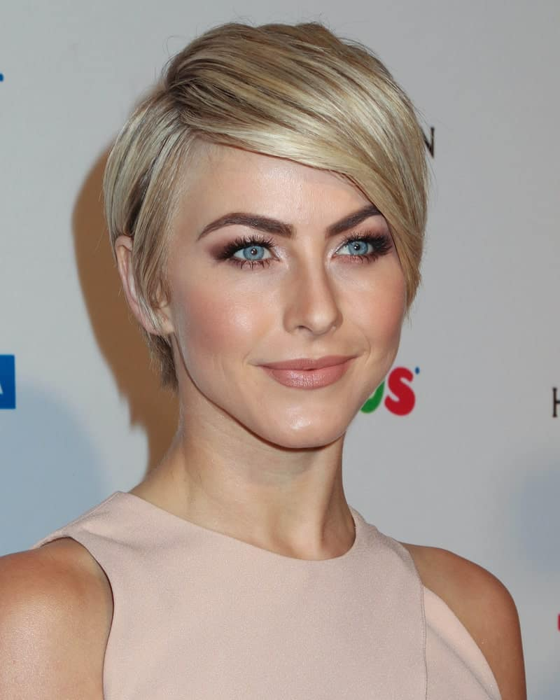 While she is mostly spotted in her signature lob, here we see the charming dancer and Holywood star Julianne Hough in a much shorter haircut. Displaying her hair in a pixie cut, we see how she has used the balayage hair to her advantage. The neat and tidy lines of dark brown in over pale blonde base, grab attention to her silky straight hair from afar.