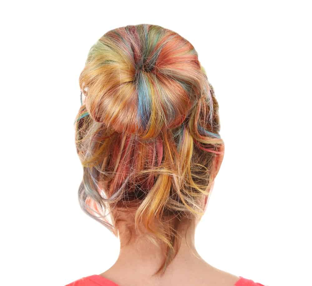 Nothing beats a multi-colored messy bun. The hairstyle works for all settings, especially for more casual scenes. Whether you are heading out for a beach day, looking forward to dancing the night away with friends, or simply want to grab a cup of coffee, this super cute hairstyle will get you through the day.