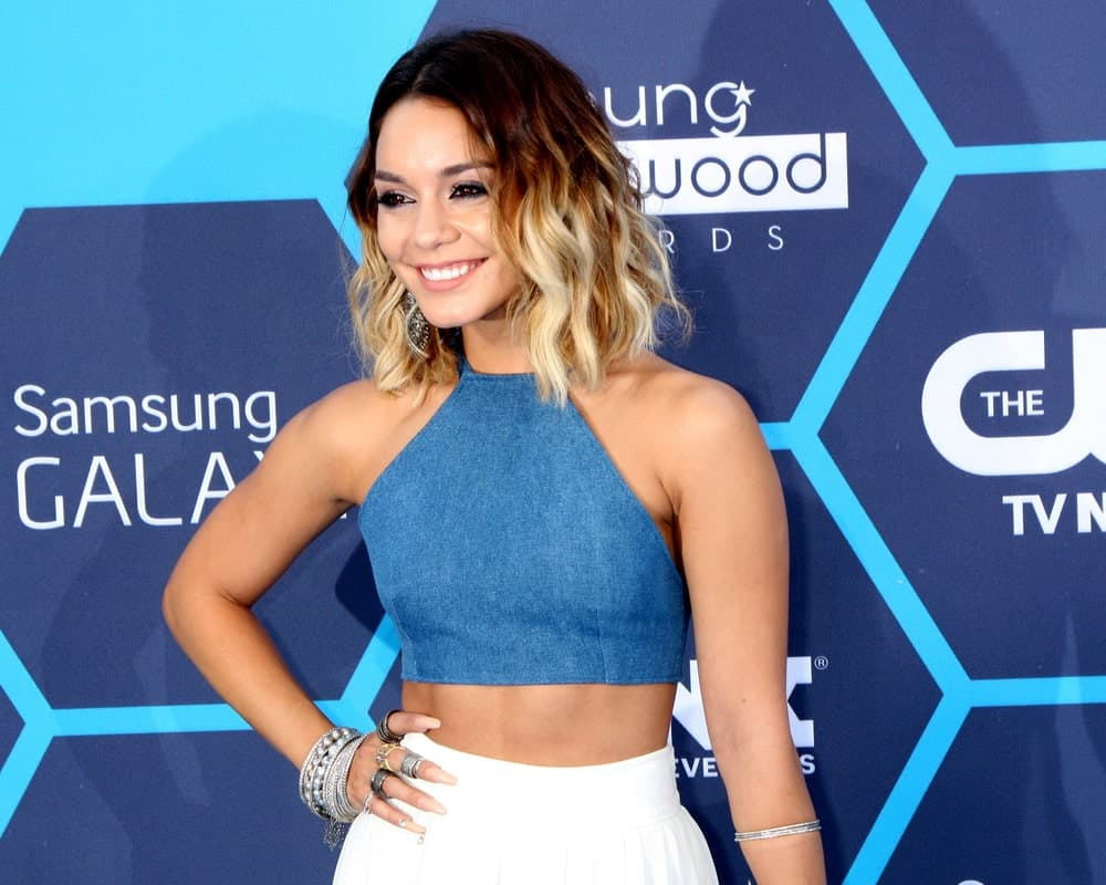 When it comes to short hair with highlights, most women prefer subtle colors that are a tinge lighter or darker than the base color. But if you feel like breaking away from the norms, then follow Vanessa Hudgens' hairstyling regime. The actress confidently sports luminous blonde highlights that are a sharp contrast against her dark mahogany hair. To take the style a step further, get a choppy bob with waves to look as impressive as she does.