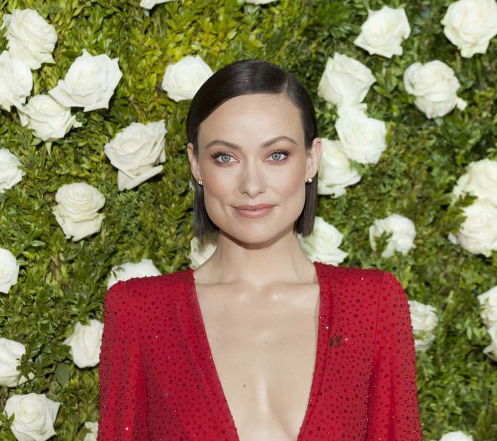 If you have fine and short jaw-length hair, style them super-straight, like Olivia Wilde. Part your hair on the side and use just a few dabs of pomade to make it slick and glossy.