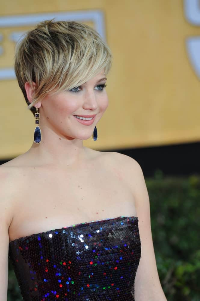 Who says long and straight hair is the ideal duo? Jennifer Lawrence proves the belief wrong by donning this stunning pixie-like haircut with natural grace and utmost perfection! With side swept bangs, hair to the nape and dark undertones- this hairstyle is nothing short of funky and trendy.