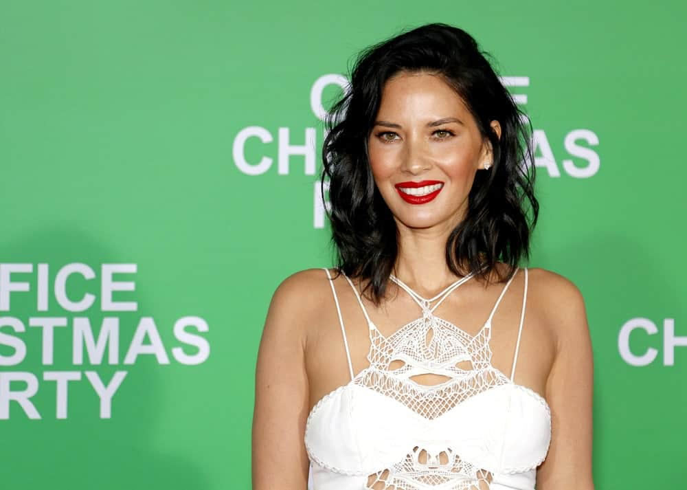 Olivia Munn always finds the best ways to flaunt off her beautiful dark hair. Whether long or short, the actress knows exactly what hairstyle works the best for her. Here, Munn has lobbed her hair short in choppy waves and added some undone ringlets for a volumizing effect. The look is both elegant and edgy and is one of the best summer-looks out there.