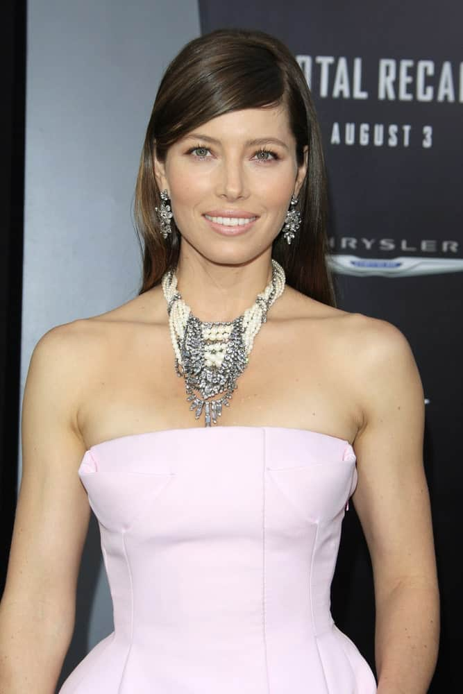 Whether you have silky straight hair naturally or use a straightening iron to get the sleek look, Jessica Biel's simple and sophisticated, neat side-part is a good style to consider.