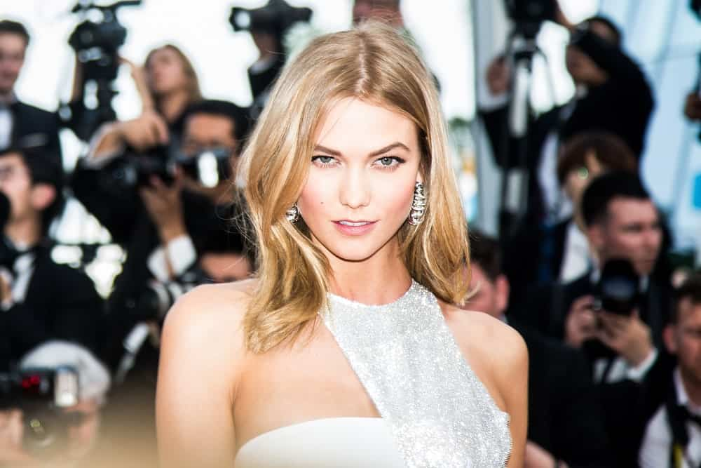 Mid-length hair with middle parts doesn't have to be drab. Take an example form supermodel Karlie Kloss. The model parted her hair in the middle with a staggered center part. Although she rocked a messy, minimum-fuss style, the choppy layers give her hair a lot of drama and character. This look is perfect for people who don't want an extra-coiffed, high-maintenance look.