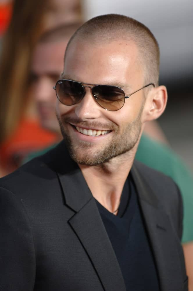 Popular for his role as Steve Stifler in American Pie, Seann William Scott has always been one of those guys who keep experimenting with their look and hairstyles. One of his super famous and viral hair-looks was the close-shaved haircut with a trimmed beard. The shaved head really suits him given how he has such a strong jaw-line with prominent cheekbones.