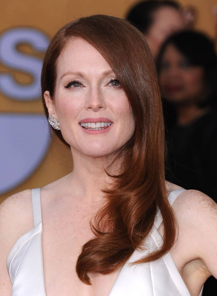 Julianne Moore looks gorgeous beyond words flaunting her naturally red hair in this glamorous side-swept style. She has trimmed her hair in a prominent step cut and then slightly curled the tips to add some more volume and texture.