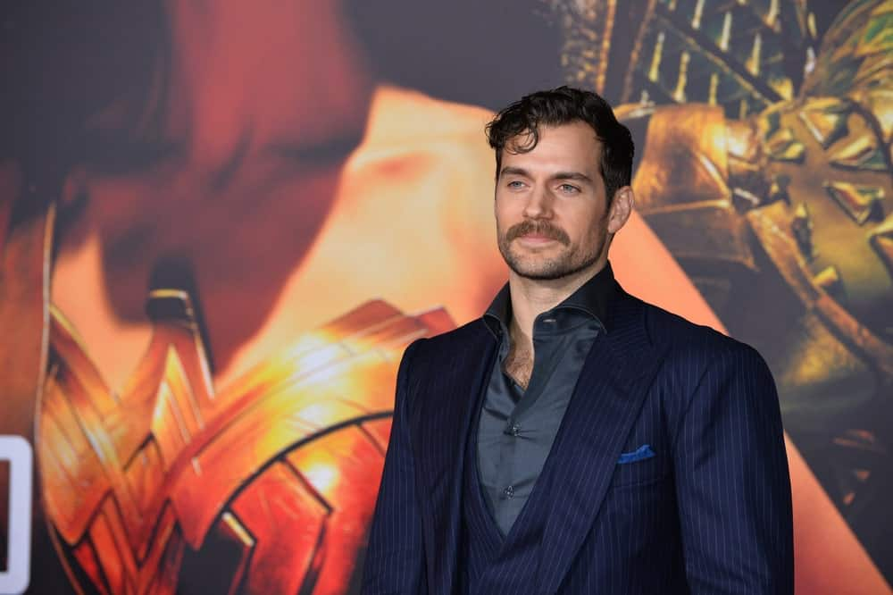 """If you want to go for a super-edgy look, try what Henry Cavill did. The """"Justice League"""" actor who currently holds the title of """"Superman,"""" came to his movie's premiere with this grunge look, which is messy and super-casual,but also perfect for the red carpet. The actor used lots of pomade on his side-slicked hair but he also chose to adopt Superman's signature forelock. The actor curled his front lock onto his forehead and kept his side-slicked hair curly and tousled for an edgy look."""