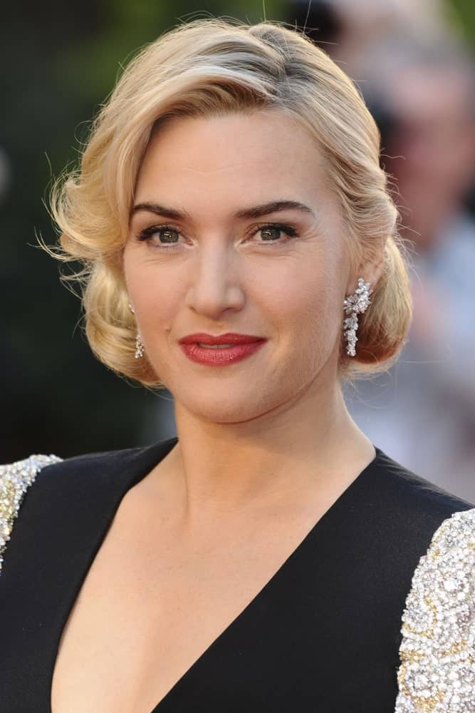 Kate Winslet's vintage hairstyle is a (side) nod to the old-world charm. From the half-up hairstyle and the inward curled tips to the side-swept bangs and gelled-in-place touch, this vintage style hairstyle is a major throwback to the '80s fashion glory.