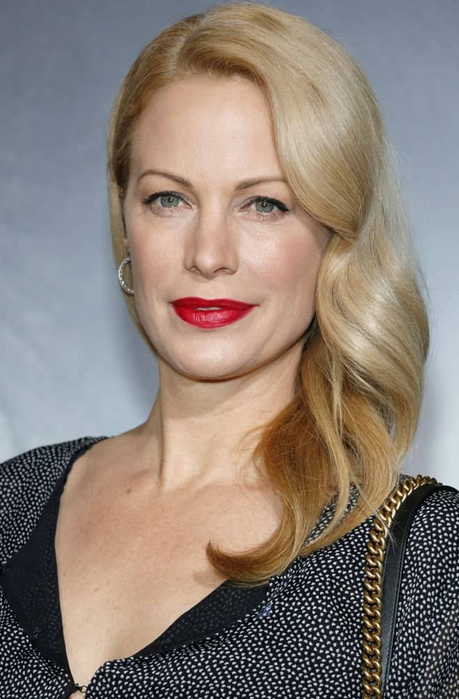 Alison Eastwood's sophisticated side-brushed hairstyle for women is composed of a neat side-part that has been further twirled and tousled to create these modish tendrils.