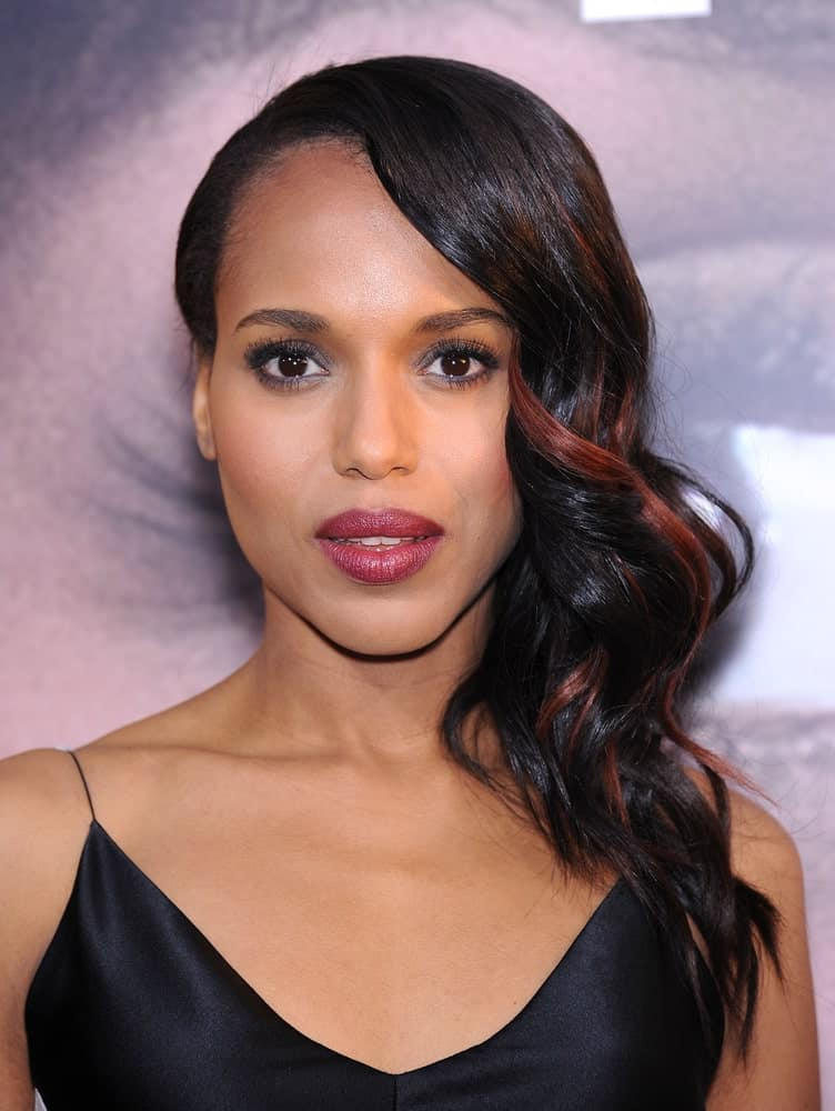 Kerry Washington's loose hairstyle is easy to form if you have some hair gel readily available. If not, you can curl your hair casually when wet and then sweep all the locks to one side to create a more voluminous look. Choppy tips contrast well against the springy tresses.