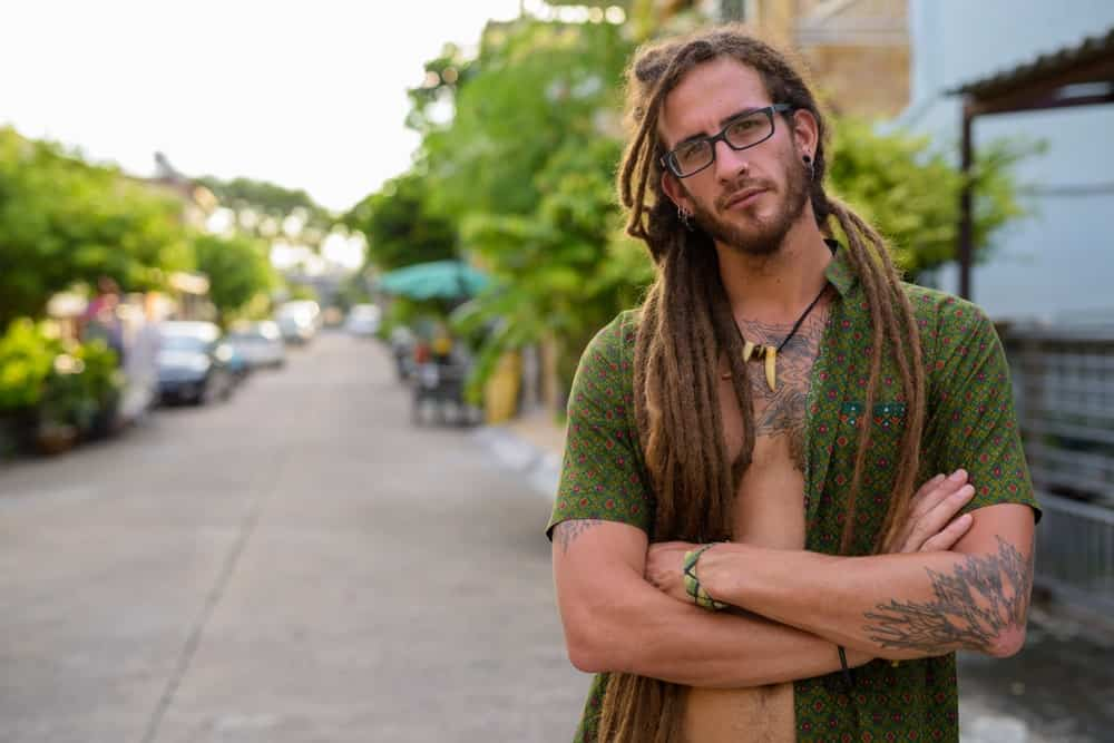 This half-ponytail dreadlocks hairstyle looks amazing with the hair separated into two portions and the dreads brought to the front on both the sides. The long length of the dreads addsto the look and gives it a nice, casual touch.